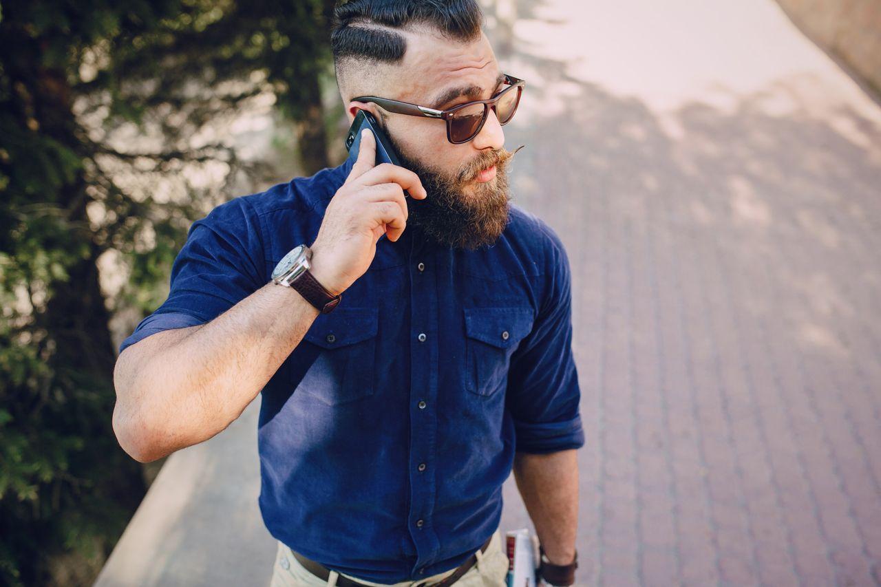 Sesso al Telefono Con Un Uomo